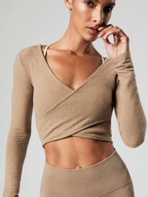 ALO Yoga Amelia Luxe Long Sleeve Crop (gravel)