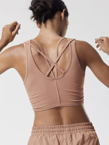 ALO Yoga Delicate Twisted Sports Bra Top (henna)