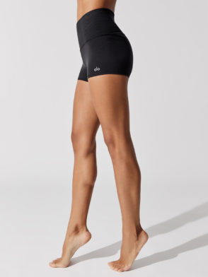 ALO YOGA Aura Shorts (black)